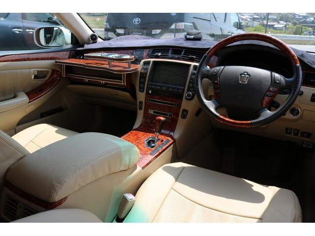 ロイヤルサルーンG モードパルファムエアロ 車高調 19インチアルミホイール ナビ バックカメラ ETC レザー調シートカバー パワーシート スマートキー オートマ パワステ パワーウィンドウ ABS エアバック(3枚目)