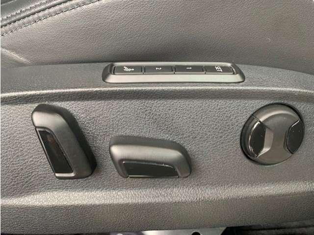 フロントシートはパワーシートになっております!高級車ならではのマッサージ機能も付いております!!