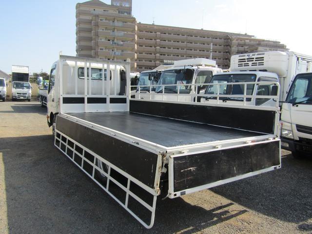平ボディ 積載量1900kg 全低床 ワイド ロング アオリ開閉補助装置 排出ガス浄化装置 ディーゼル(14枚目)