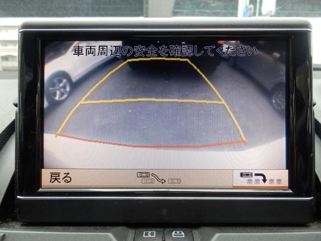 バックカメラを装備、また前後障害物に音で警告をするソナー機能も装備されています