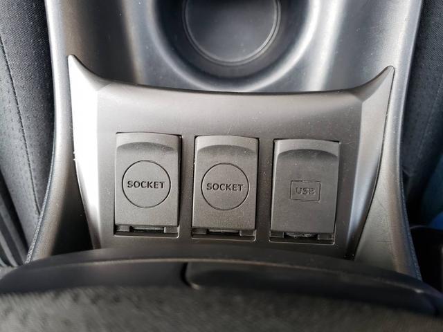 シガーソケット2個、USBソケット装備