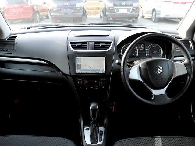 運転席周りは使いやすいシンプルなデザインとなっております。運転が苦手な方でも扱いやすい仕様となっております。ぜひお試しくださいませ。