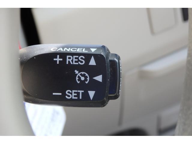 【クルーズコントロール】設定した速度を維持して走行する機能。主に高速道路で役立つ装備です。