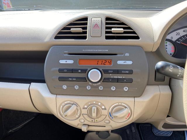 純正CDデッキ、マニュアルエアコン。操作が単純で迷いませんね☆