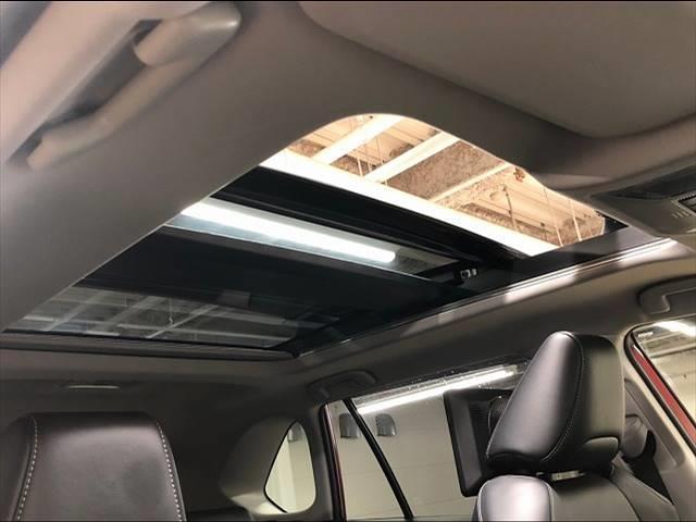 HYBRID G 4WD フローティングナビ フルセグTV トヨタセーフティーセンス レーダークルーズコントロール  レザーシート サンルーフ シートヒーター LEDヘッドライト 18インチAW 1オーナー(4枚目)
