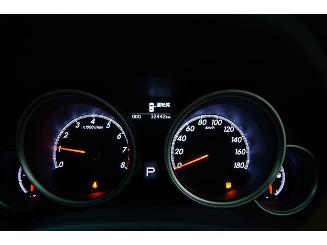 ■マークXの魅力■同エンジンを搭載するクラウンよりも100万円近く安くで販売されていることから長距離運転のタクシーなどでも多く使用されておりそのタフで故障リスクの低さが非常に高い評価を受けております!