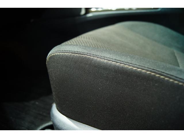 シートも非常に綺麗です!別途費用にてフィッティングのいい革調シートカバーもご用意しております!