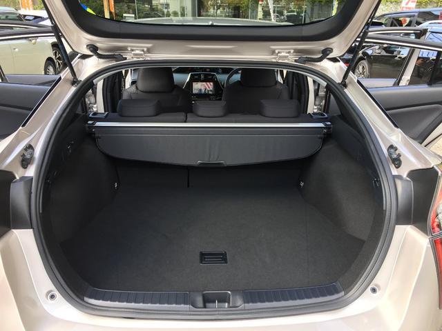 トヨタ プリウス A E-Four 4WD トヨタセーフティーセンス 9型ナビ