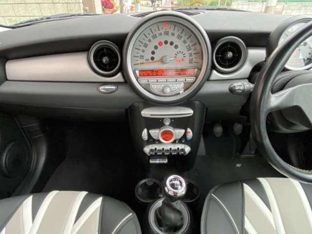クーパー 6速 REMUSマフラー OZ17インチアルミ BILSTEINサスペンション ローダウン クーパーS用メッシュタイプグリル装着 ユニオンジャックチェッカー・ブラックサイドデカール(16枚目)