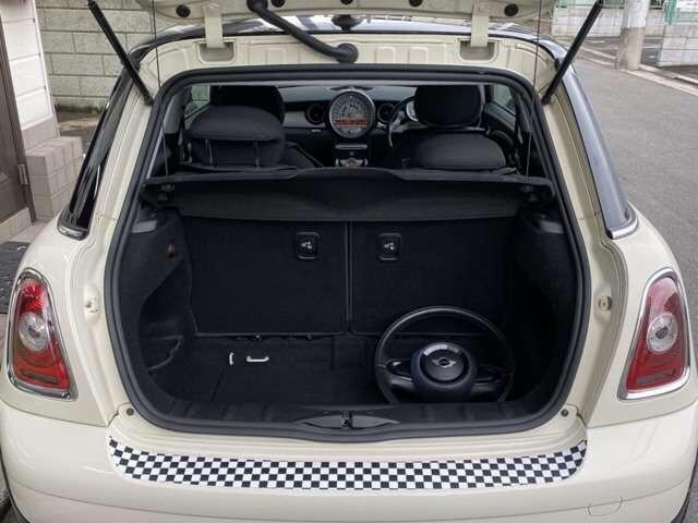 クーパー 6速 REMUSマフラー OZ17インチアルミ BILSTEINサスペンション ローダウン クーパーS用メッシュタイプグリル装着 ユニオンジャックチェッカー・ブラックサイドデカール(18枚目)