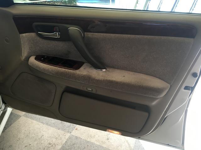トヨタ クラウン ロイヤルサルーン 両側Pシート