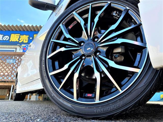17インチアルミ装備で見た目もカッコ良くタイヤはヨコハマタイヤで安心です!!