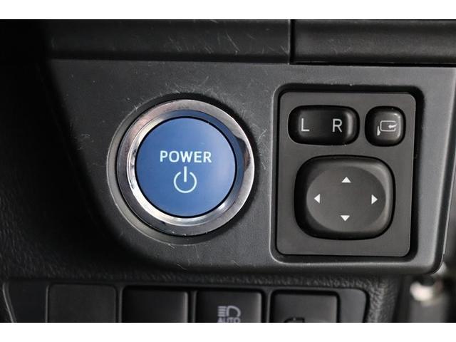 鍵を取り出す手間がなく施錠開錠・エンジン始動が出来る便利なスマートキー。荷物を持っている時や雨の日に特に嬉しい機能です。