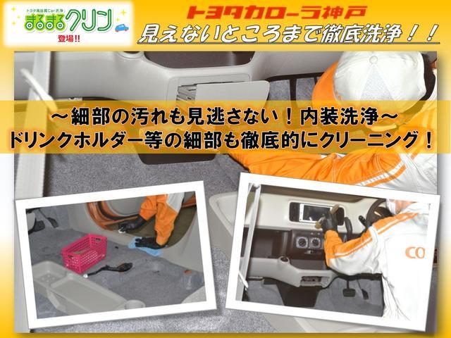 〜細部の汚れも見逃さない!内装洗浄〜ドリンクホルダー等の細部も徹底的にクリーニング!