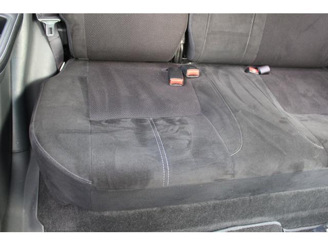 運転席側後部座席の座面です。