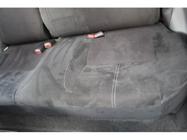 助手席側後部座席の座面です。