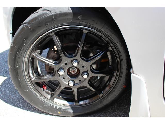 新品14インチアルミ&タイヤです!当店ではお客様の安全を第一に考え、磨り減ったりひび割れたりした危険なタイヤでの販売は致しません。