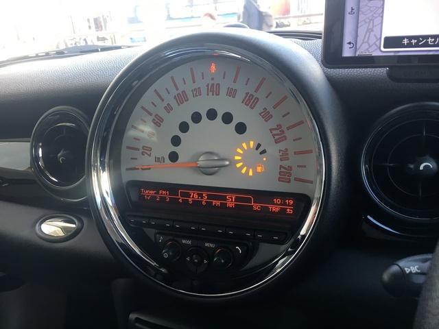 クーパーS ・走行距離9035km・車検令和5年2月27日・1オーナー・サンルーフ・ハーフレザーシート・クルーズコントロール・パドルシフト・ポータブルナビ・純正HIDライト・純正17インチアルミ・ETC(9枚目)