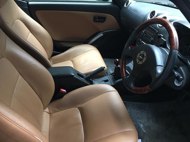 純正シートは、座り心地がいいです!適度なホールド感で長距離ドライブも支えてくれます!!