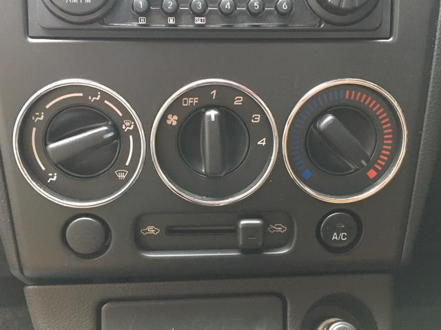 エアコン操作は分かり使いやすい、レバーでの切り替えです。