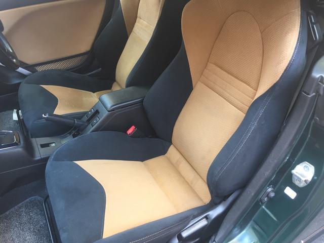 長距離ドライブでも、しっかりと支えてくれるので、ドライバーは勿論のこと、助手席も同じように感じられます!!