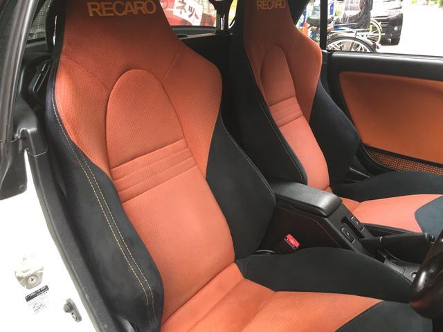 高級感あるRECARO(アルカンターラ)シートは、適度なホールド感のあるシートで、長距離ドライブも頼りになります!