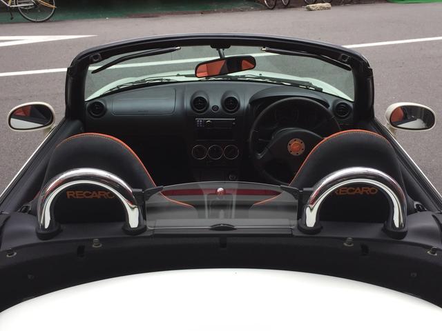 搭乗するだけで気持ちが高まる、大好評の、コンパクトオープンカー!
