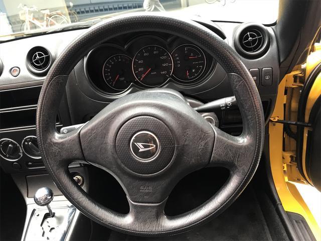 スポーティな三眼メーターで、大変見やすく、安全運転もばっちりサポートしてくれます!チェックランプの点灯等もありませんのでご安心くださいませ!