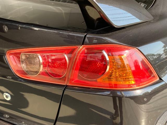 GSRエボリューションX ・4WD・車高調ローダウン・SSR18インチAW・ブレンボキャリパー・2本出しマフラー・ケンウッドナビ・バックカメラ・Bluetooth接続・パドルシフト・黒ハーフレザー・スマートキー・HID(29枚目)