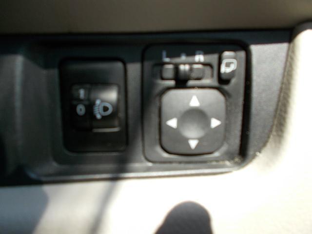 電動格納ミラーにライト調整も付いております!!