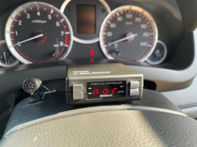 ベースグレード 純正エアロ WORK17インチアルミ カーボンボンネット リアスポイラー クスコ車高調 HKSエアクリ スロットルコントローラー 社外2本出しマフラー 社外テールレンズ ETC バックカメラ(24枚目)