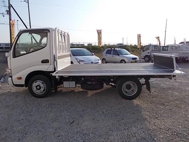 新型モデル・2t積10尺・6MT・平ボディ・5t未満・全低床(9枚目)