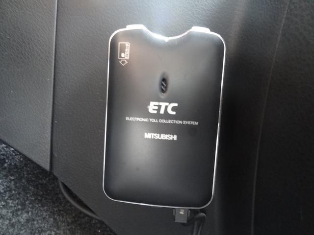 サンルーフ シートヒーター クルコン 純正アルミホイール HIDヘッドライト スマートキー ETC フロントカメラ フルセグTV Bluetooth接続 バックカメラ(16枚目)
