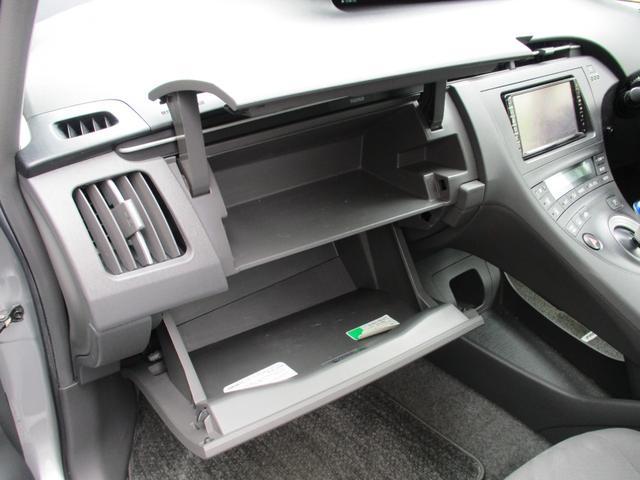 車検証や小物、除菌シートなど収納できます!