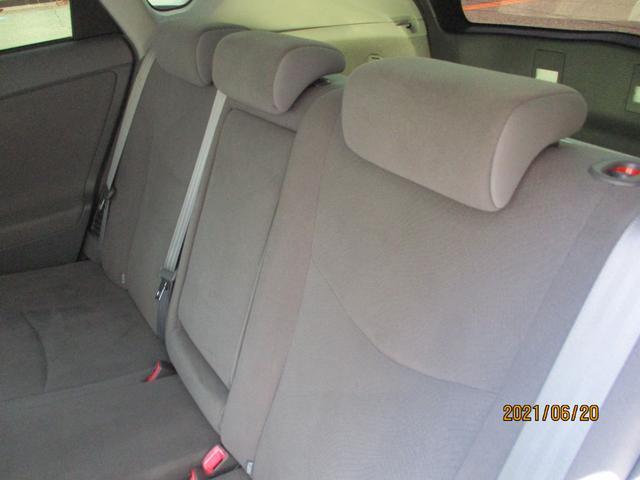 後部座席も使用感が少なく良好な状態です!