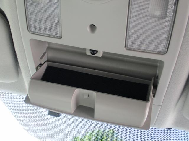 後部座席にもドリンクフォルダーがついており、快適な室内空間です!