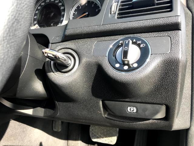C200コンプレッサー アバンギャルド 正規ディーラー車 修復歴なし 黒革電動シート ETC 17インチアルミホイール HIDヘッドライト 盗難防止装置 CD(7枚目)