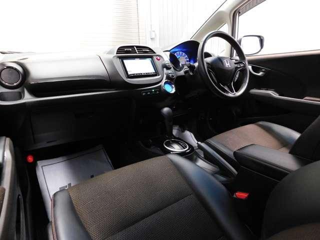 助手席運転席のインパネ周りはシンプルに使いやすくとても考えられた作りとなっております。