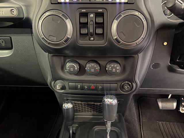 スポーツ ナビ・バックカメラ・フルセグ・ヘッドレストモニター・キブソンマフラー・スミッティービルトボンネット・FuelContra20インチ10Jアルミ・50インチLEDバー・LEDヘッドライト・ETC(21枚目)