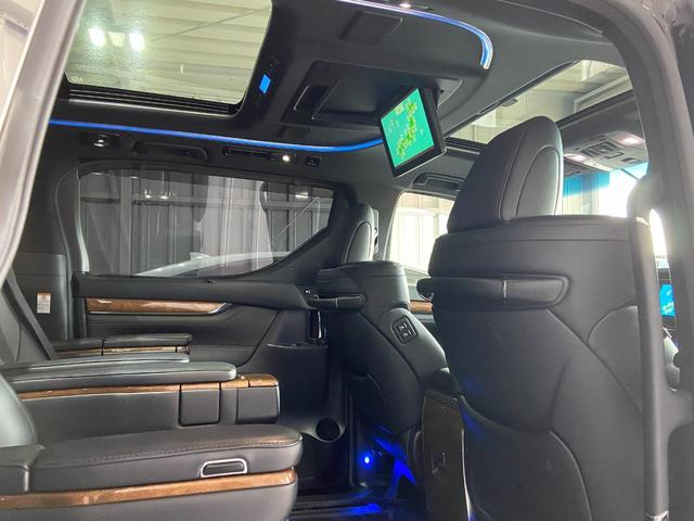 3.5エグゼクティブラウンジ トヨタセーフティセンス・ツインムーンルーフ・パノラミックビューモニタ・純正ナビ・フルセグ・パワーシート・純正フリップダウン・両側パワースライド&バックドア・LEDヘッドライト・ステアリングヒーター(20枚目)