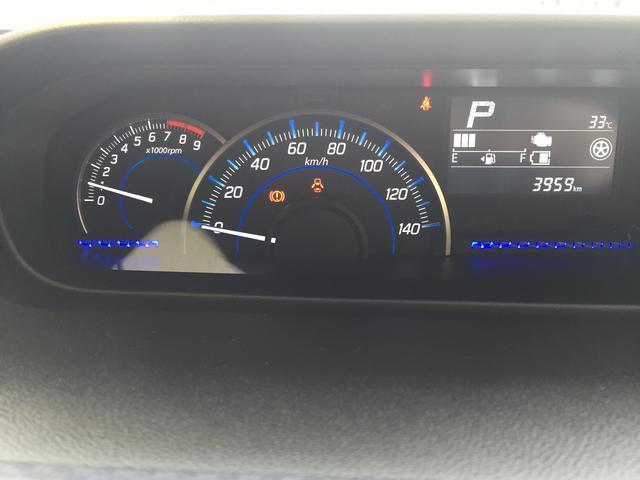 インパネセンター部分にあるスピードメーター。大きくて見やすい。