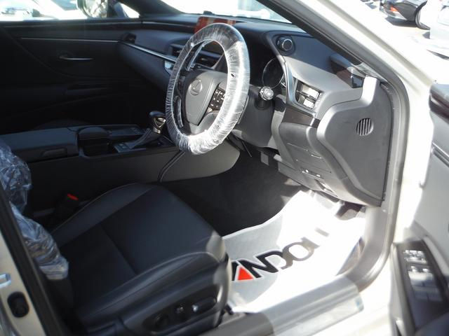 ES300h 純正SDナビマルチ・黒革エアーS・サンルーフ プリクラッシュセーフティ・LTA・クリアランスソナー・LEDライト・オートハイビーム・電動リヤシェイド・ビルトインETC(8枚目)