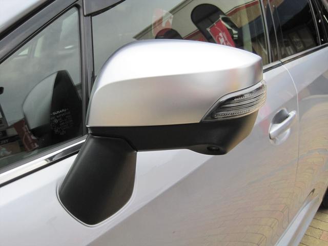 オシャレなドアミラーウインカー付き!曲がる際も前方の車から見え易いので、事故の防止にも役立ちます!