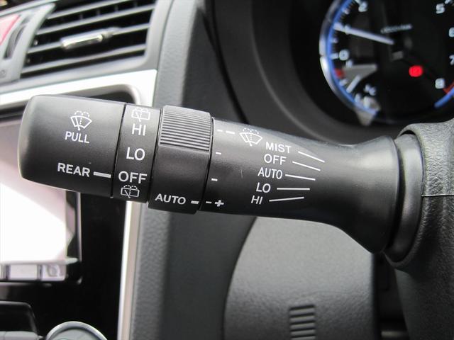 オートワイパー付き!ワイパーのポジションをオートにしておき、レインセンサーが水滴を感知すると、自動的に可動してくれます!