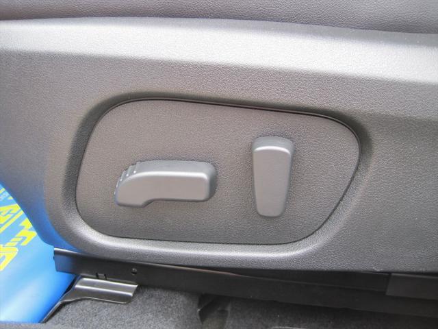 前席パワーシート付き!(乗り降りから、シートポジション設定まで、ボタンで1つで微調整出来ます!高級車の必須アイテムですね!)