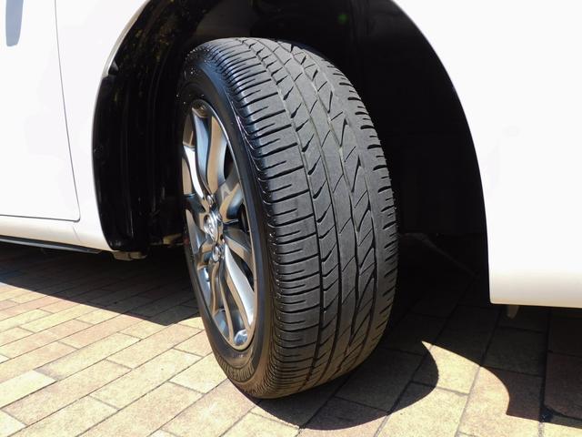 タイヤの溝もまだまだ沢山残っていますので、納車後も交換せずにお乗り頂けます♪