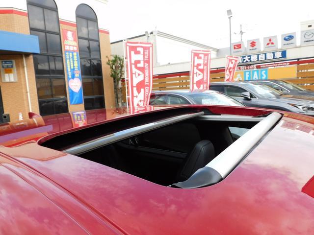 サンルーフ付き!(遠出のドライブに、開放感タップリ!車内も明るくなり、嫌な臭いもすぐに消臭できます!)