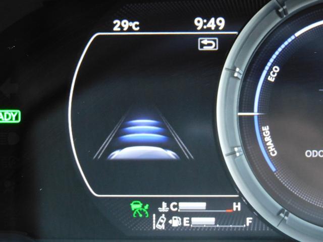 フロントエンブレムの部分にレーダークルーズコントロール(RCC)が埋め込まれています!前方の車両をレーダーで感知し、速度や車間距離を自動制御してくれる画期的なアイテムです!