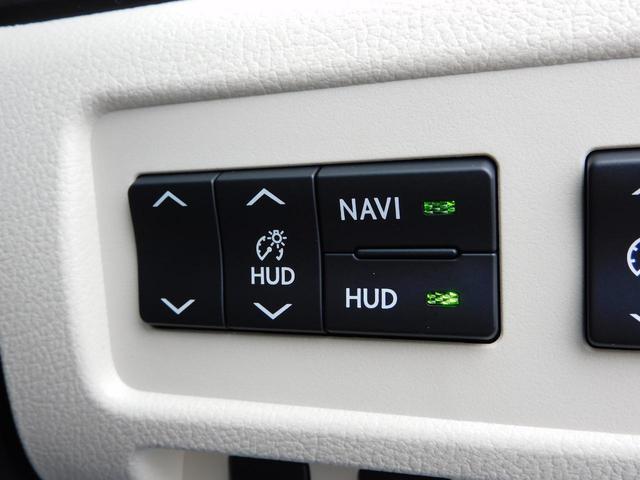 ヘッドアップディスプレイ(HUD)付き!(運転に必要なさまざまな情報を、エンジンフード上部に表示します!)