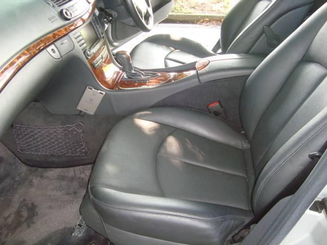 メルセデス・ベンツ M・ベンツ E240ステーションワゴン 黒本革 SR 社外19AW